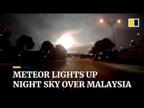 Meteor Lights Up Nighttime Sky Over Malaysia