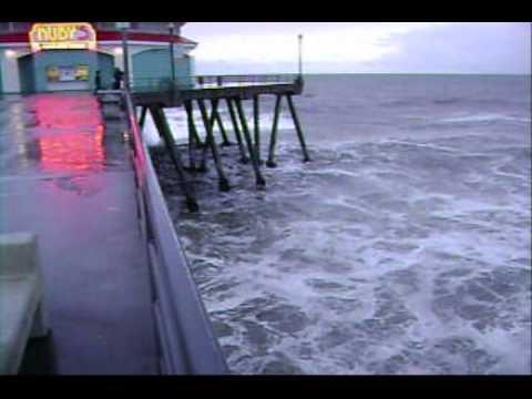Chile Tsunami EarthQuake- Tsunami Hits Huntington Beach California. Big Waves.