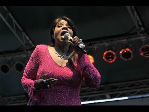 Gloria Glorious Gaynor I Will Survive Jazz Up July Stamford Ct. 07.09.15 (Full Concert)