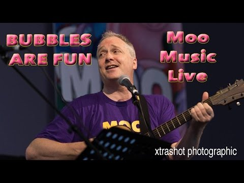Bubbles Are Fun by Moo Music - Live at Win Vin - 9th July 2016