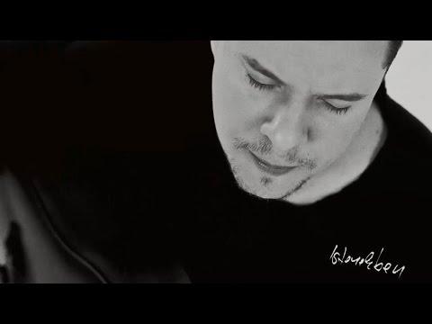 Leander Kills  - Ketten Egyedül (feat. Kállai Ernő)