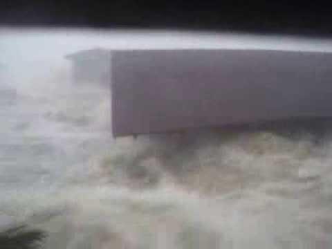 Eyewitness footage of Typhoon Haiyan washing house away