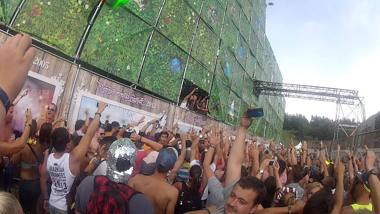 Steve Aoki Crowd Surf - Tomorrowland 2013 - YouTube What A Crowd What A Stage Tomorrowland 2013 In Photos