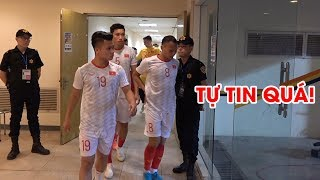 Quang Hải, Tuấn Anh tự tin bước ra từ đường hầm chào khán giả, sẵn sàng chiến Thái Lan | NEXT SPORTS