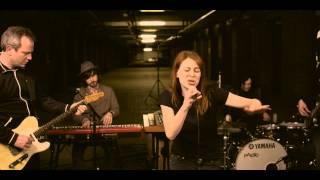 """CÄTHE """"Gelbe Kartons"""" - live"""