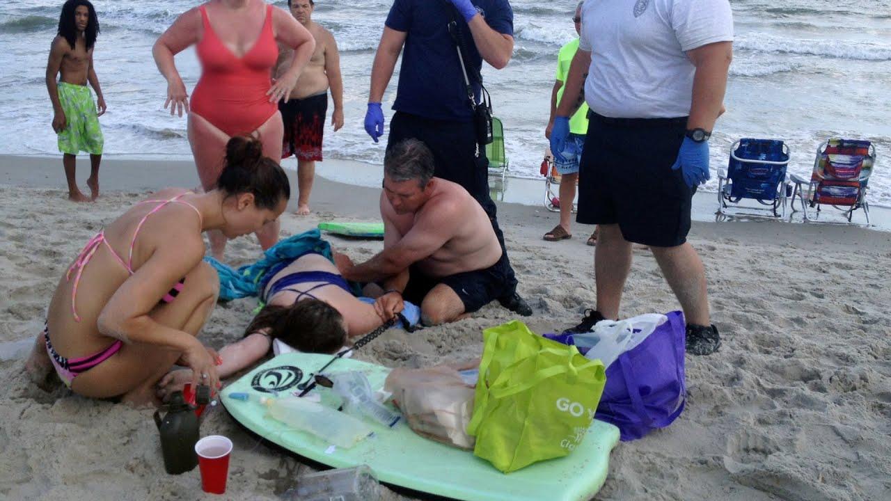 Download Dos jóvenes pierden sus brazos en un ataque de tiburón en Carolina del Norte