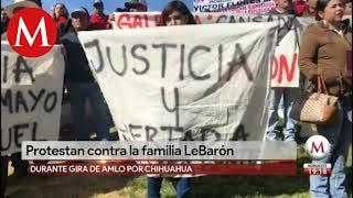 Protestan contra familia LeBarón durante gira de AMLO por Chihuahua