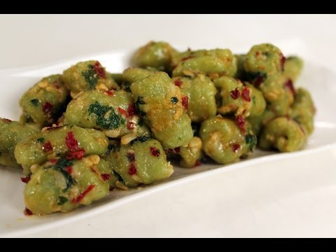 spinach-gnocchi-with-cheese-garlic-sauce-|-sanjeev-kapoor-khazana