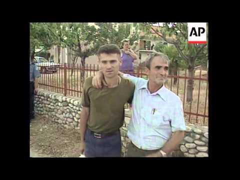 BOSNIA: MUSLIMS AND CROATS EXCHANGE PRISONERS OF WAR