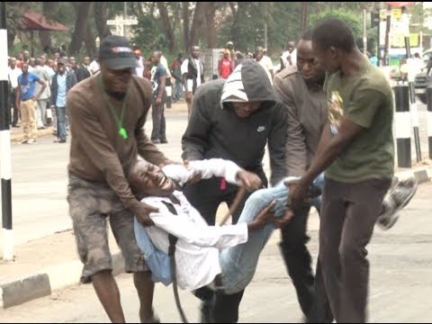 Varsity students engage police in running battles