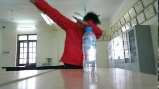 Lật chai nước