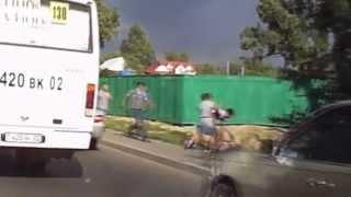 драка на дороге алматы в стиле шоу бенни хилла