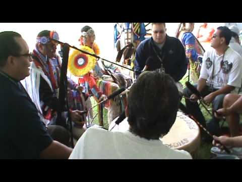 Short Bull- Hidatsa Flag Song, Sunday, at Seneca Allegany Veterans Pow Wow 2009.