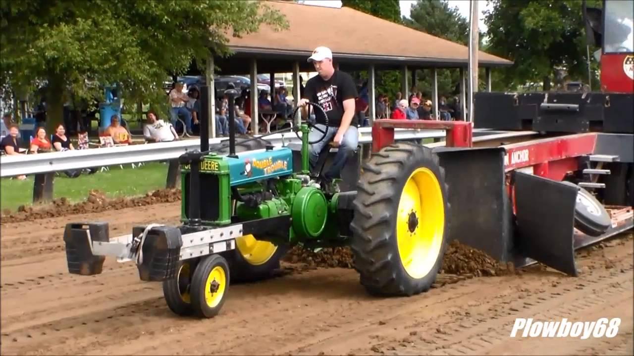 Antique Tractor Pull Tractors : Lb antique tractors pulling in prairieburg ia