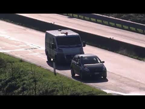 Terrore sul Raccordo Avellino-Salerno, spari e auto in fiamme: assalto a due portavalori
