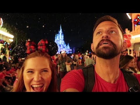 What Mickey's Very Merry Christmas Party is Like On a Sold Out Night! | Christmas At Disney World! Mp3