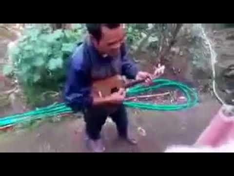 Pengamen Jalanan bahasa Sunda  Bisul Dina Bujur amit amiit .. gekl gek lah