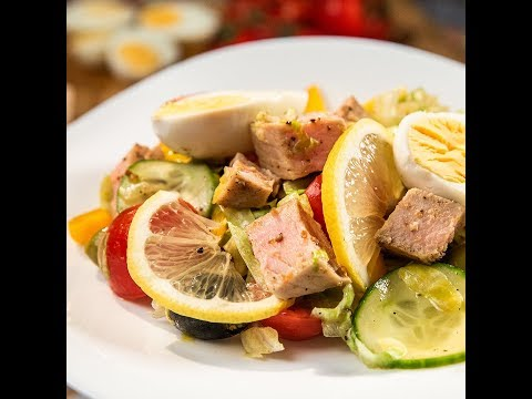 Salată cu ton roșu și dressing de mustar