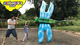 GIANT DRAGONFLY flying above us! Skyheart hunts for inflatable dragonfly kids attack