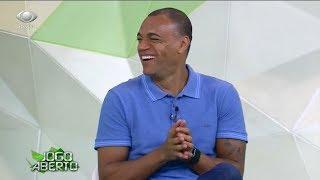 Denilson se empolga e comemora gol de Dani Alves no treino