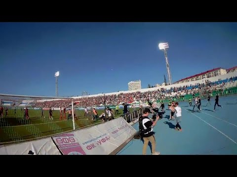 Фанаты сломали ограждение и толпой выбежали на поле после матча «Уфы» с «Тосно»