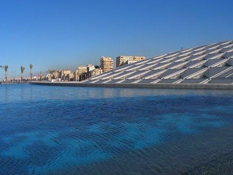 Alexandria, kota yang indah di Mesir, di sepanjang pantai Laut Mediterania, di Delta Nil.
