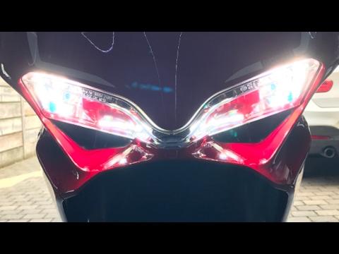 2017 ducati 959, changing the headlight bulbs, using philips h11