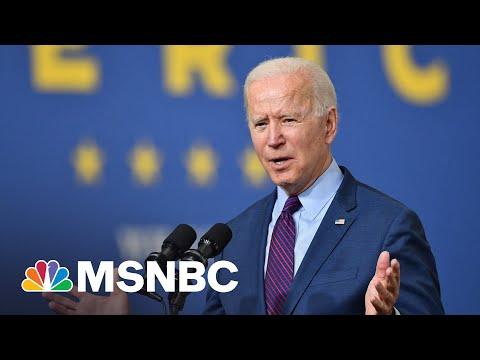 Biden Promotes Production Of Electric Vehicles | MSNBC