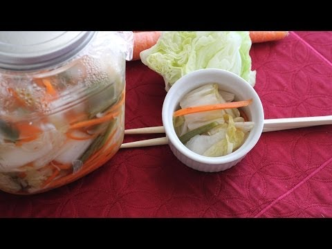 Bap Cai Lam Dua (Pickled Napa Cabbage with Carrots and Pepper)