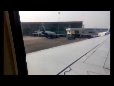 Spicejet Landing at Kolkata Airport (Boeing 737-900ER)