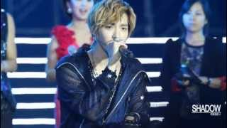 "[FANCAM] 121029 EXO-M Kris Singing ""At Least I Have You"" - Yangtze River Music Festival"