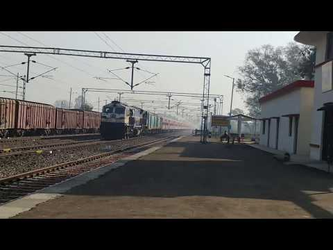 Heavily delayed 12523 NJP-NDLS SF Express skipping Gonda Kachehri