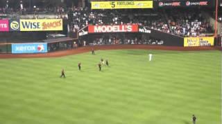 Mets Fan Takes Security On a Run