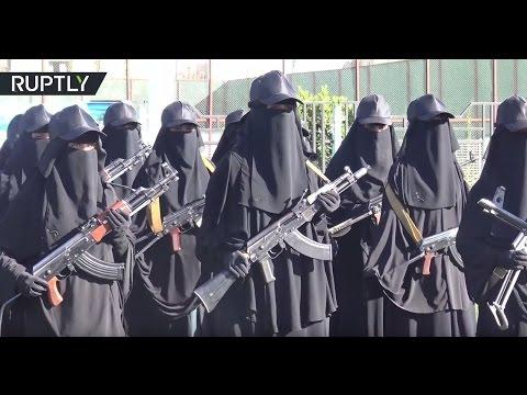 Machine guns, RPGs & kids: Yemen female fighters stage massive anti-Saudi 'peace rally'