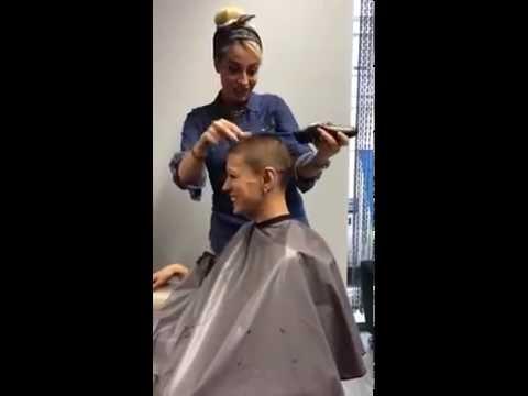 Orale Befriedigung Für Eine Haarige Frau