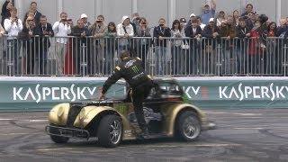 Pilotos hacen bailar autos y exhiben su maestría en el Moscow City Racing