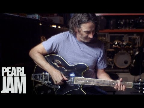 """Stone Gossard Plays """"Let The Records Play"""" - Lightning Bolt - Pearl Jam"""