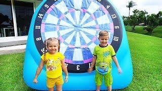 Diana e Roma brincam e fazem atividadespara crianças ao ar livre
