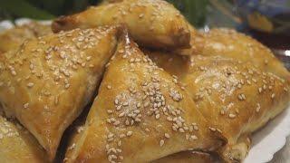 видео Пирог с капустой из слоеного теста - 11 сытных рецептов с мясом, курицей или рыбой