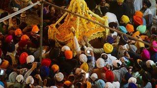 Sikhs feiern farbenfrohes Frühlingsfest