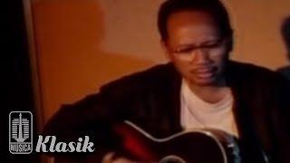 Ebiet G Ade - Kalian Dengarkah Keluhanku (Karaoke Video)