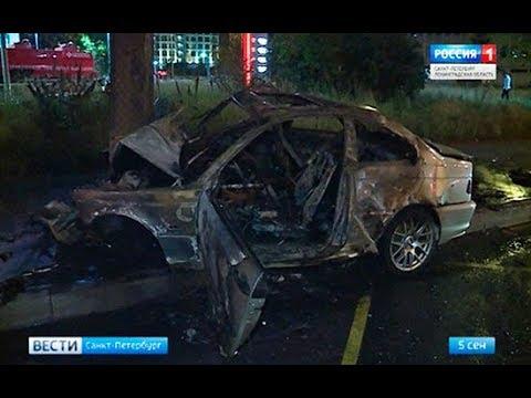 Автомобилистов, застрявших в охваченной пламенем машине, спасли мотоциклисты