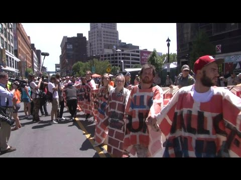 Protesters Build Human Wall Around the RNC