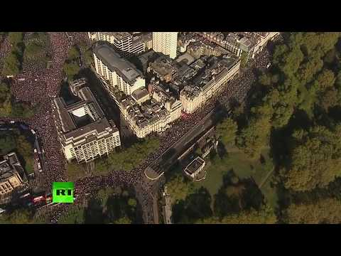 RT en Español: Manifestación multitudinaria en Londres a favor de un nuevo referéndum sobre el Brexit