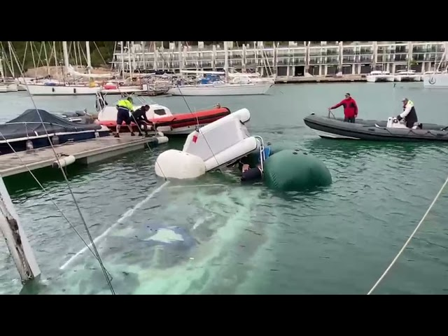Reflotando  un velero húndido.