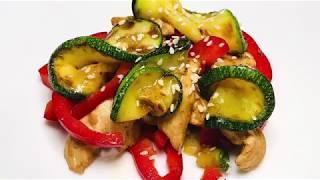 Теплый салат с курицей и цукини