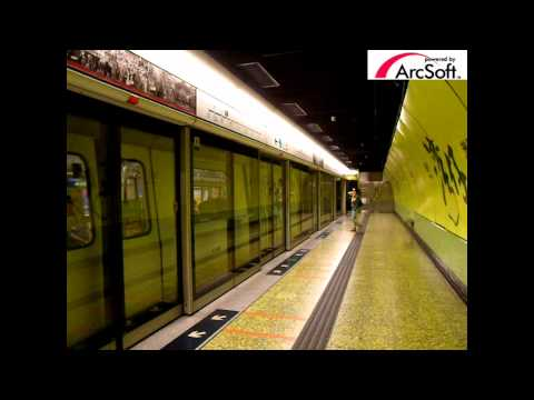 {ISL} Two train for Admiralty arrive MTR Wan Chai Station