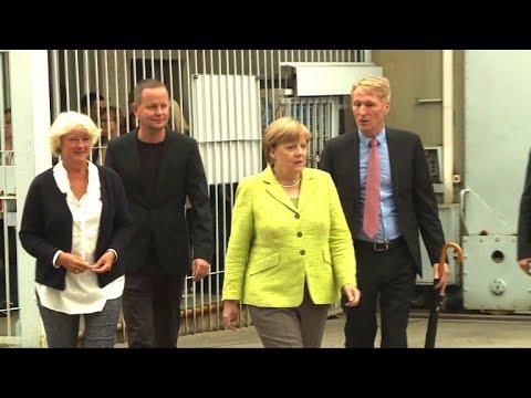 Merkel besucht Ex-Stasi-Gefängnis in Hohenschönhausen