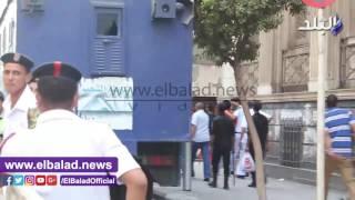 قوات الأمن ترحل متهمي الأولتراس لقسم قصر النيل .. فيديو