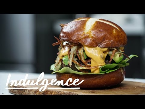 How to Make a Buffalo-Blue Curly Fry Cheeseburger (Which Tastes as Incredible as It Sounds)